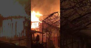 Incendiu violent în satul Minieri